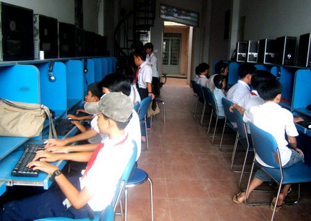 Trong coi quán net thu hút sinh viên tìm việc làm thêm